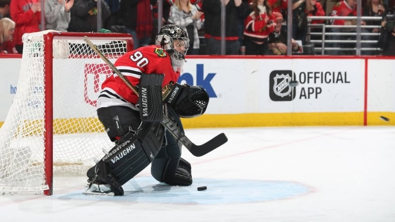 36-year-old emergency goalie Scott Foster was forced into his NHL debut  Thursday during the Blackhawks  6-2 win over the Jets. ( NHLBlackhawks  Twitter) 5523380ce