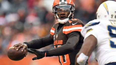 Robert Griffin III signs with Ravens after sitting out last season