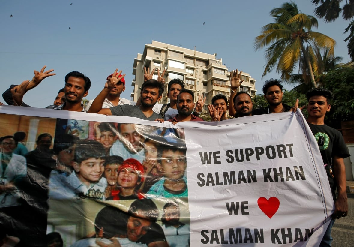 Salman Khan arrives in Mumbai, receives grand welcome by fans - See photos