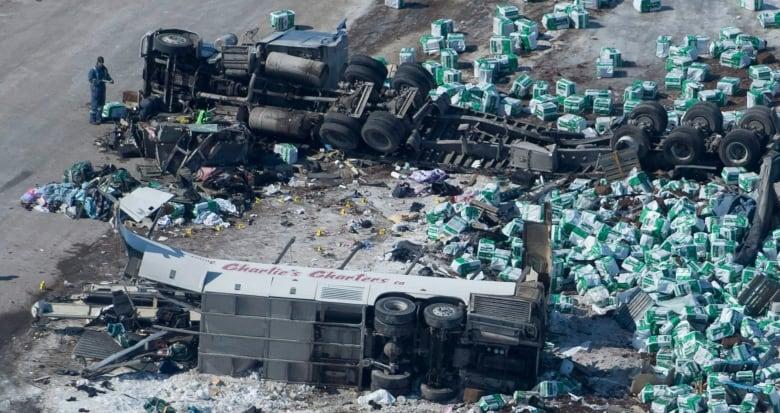 Death toll rises to 15 in Humboldt Broncos junior hockey team bus