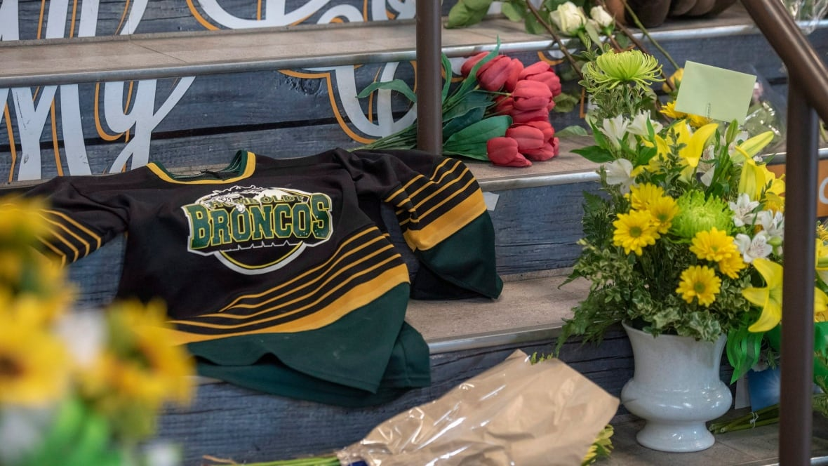 Canada 'in shock' at ice hockey bus crash which killed 15