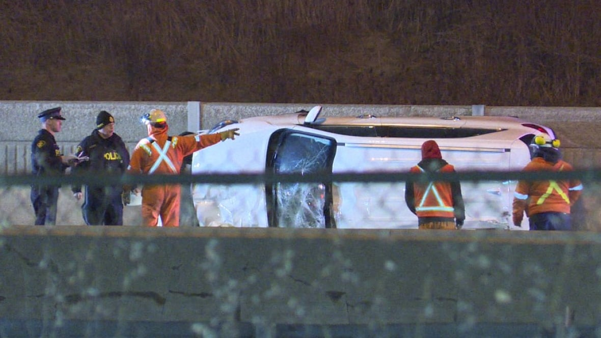 Crash closes eastbound Hwy. 401 collector lanes in Pickering