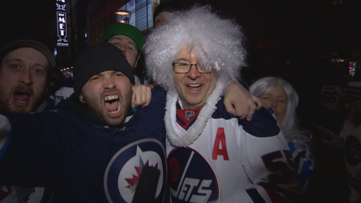 Winnipeg Jets fans descend on St. Paul, Minnesota