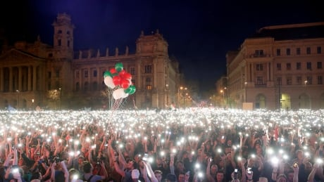 HUNGARY-ELECTION/PROTESTS