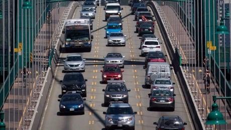 lions gate bridge north vancouver traffic