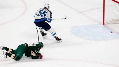 Winnipeg suffocates Wild in a bounceback Game 4 victory thumbnail