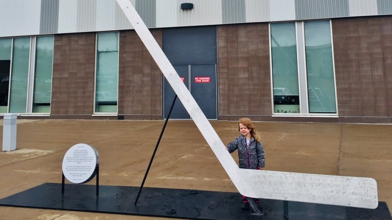5a8cbef7d94 The hockey stick is six metres long and has a puck that features a poem  about the Humboldt tragedy written by Wayne Smith. (Submitted by Matt Moore)