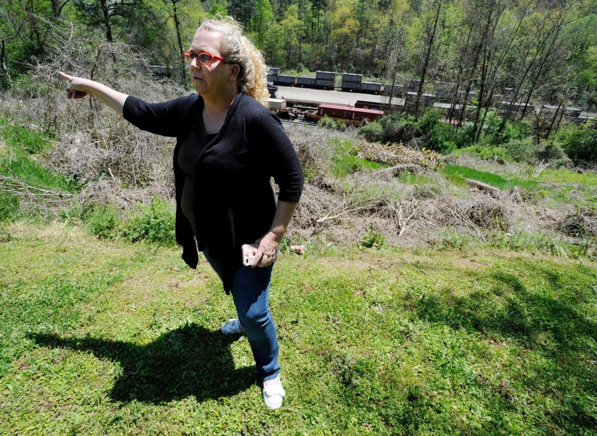 Trains filled with feces in Alabama town finally moving out