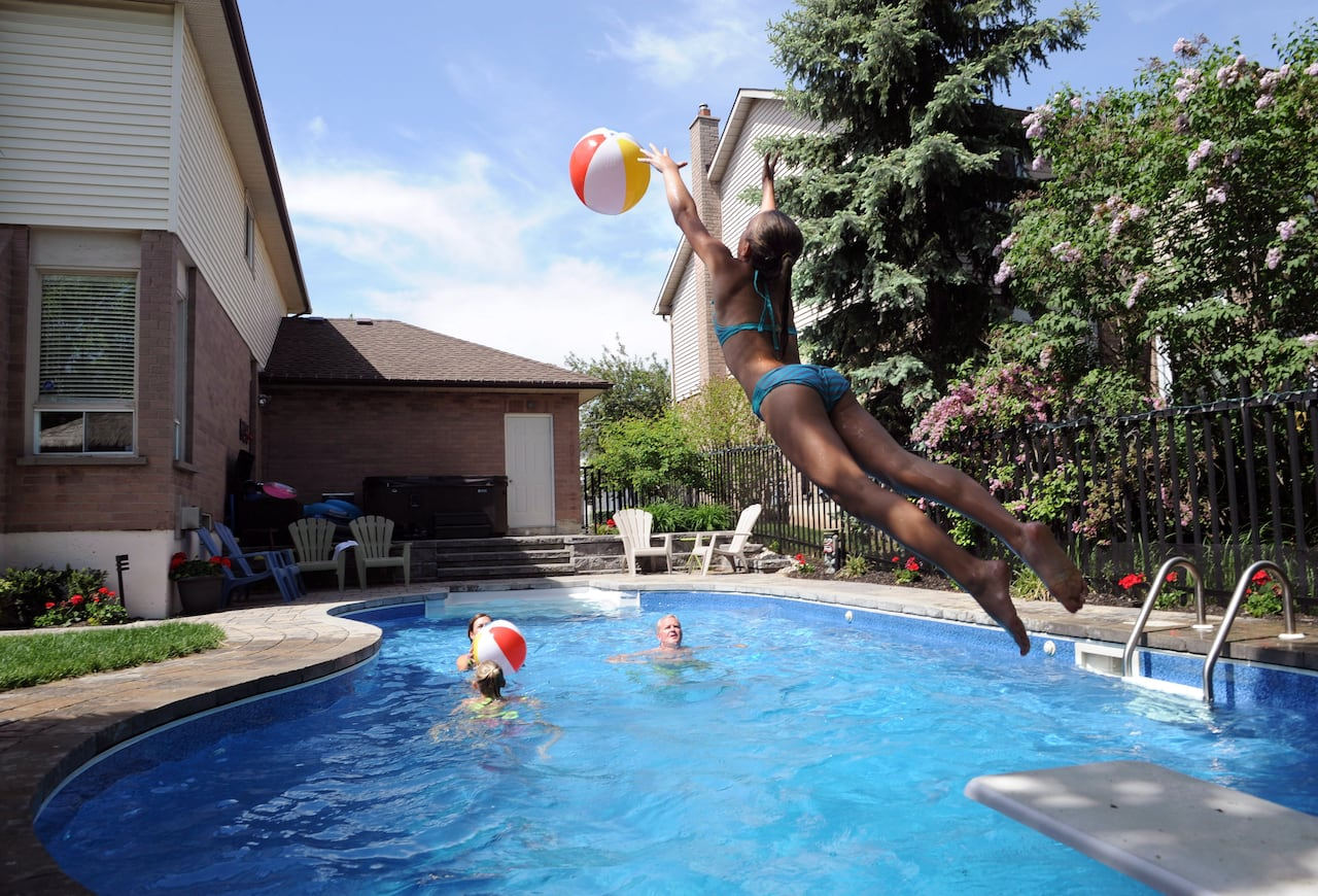 Can I Host A Kids Party In My Backyard Your Covid 19 Questions Answered Cbc News