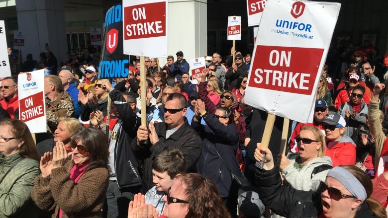 Union rally shows support for striking casino workers | CBC News
