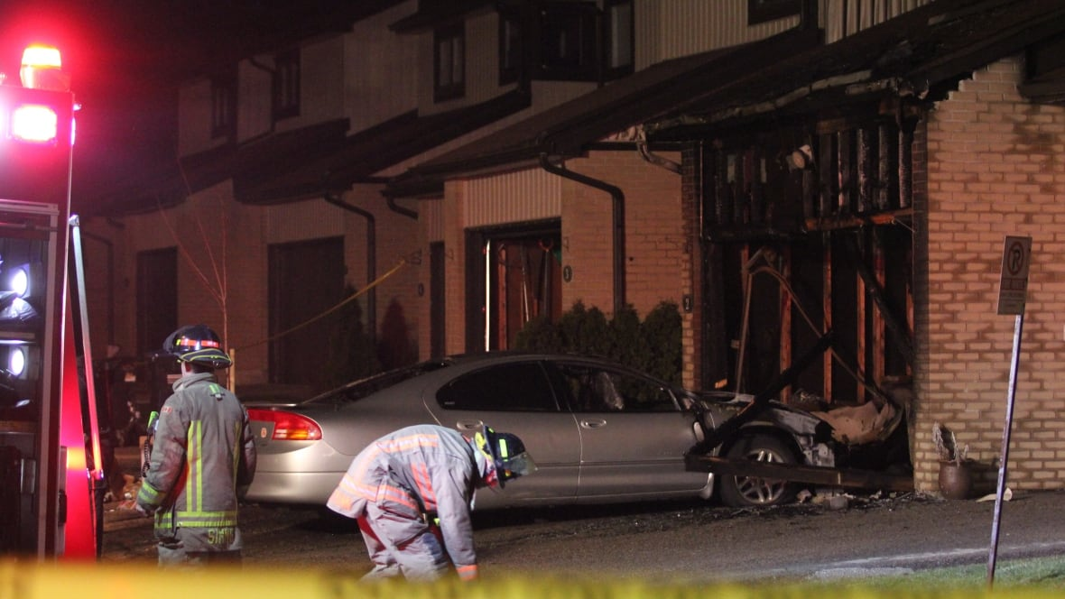 2 dead after townhouse fire in Mississauga
