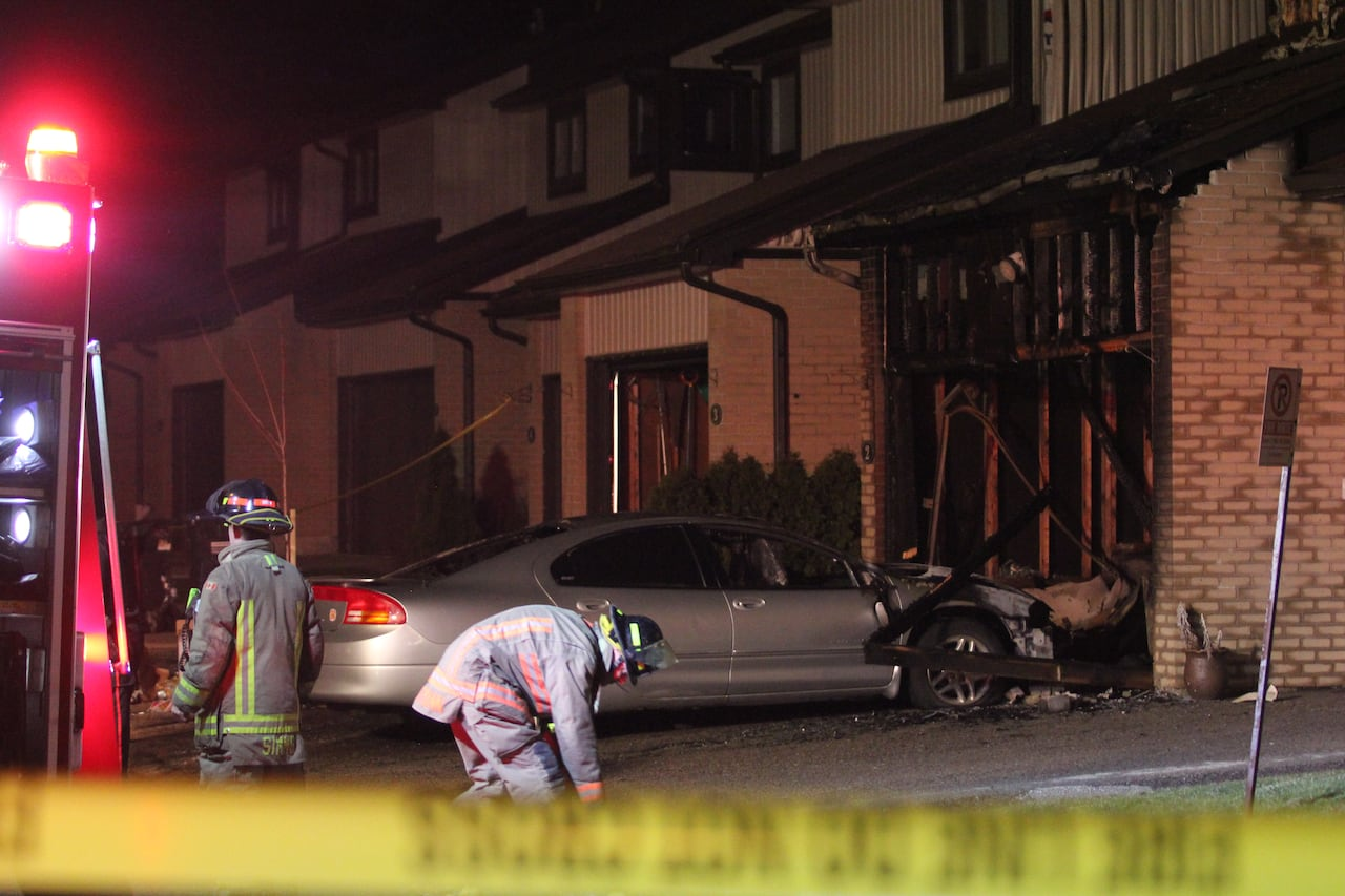 Man and woman dead following Mississauga townhouse fire | CBC News