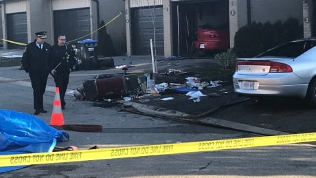 Fire officials to probe cause of townhouse blaze that killed 2 in Mississauga | CBC