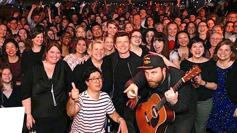 1980s Pop Star Rick Astley Performed His Megahit Never Gonna Give You Up In A Toronto Basement With Choir Instagram