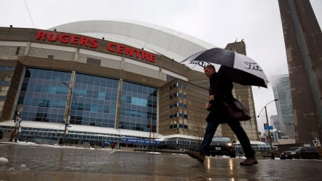 MLB commissioner says Rogers Centre 'out of date' | CBC