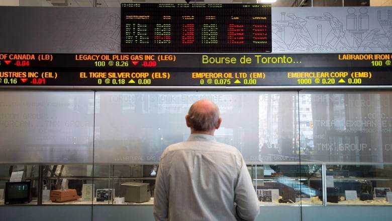 TSX closes at record high, loonie down