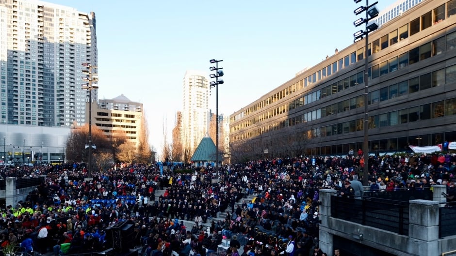 Take a 360º look at Toronto's vigil for van attack victims | CBC News