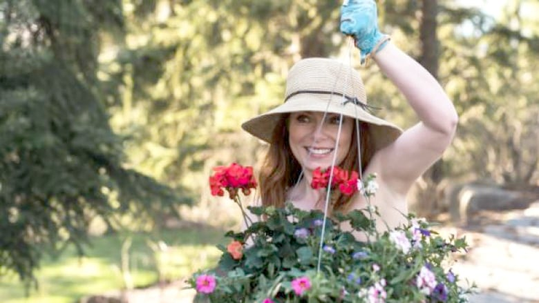 Expose Yourself to World Naked Gardening Day on May 4