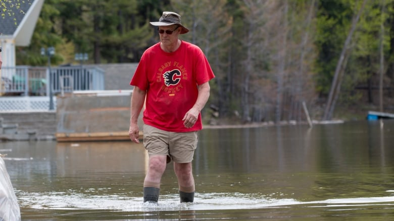 Okanagan residents wait — and prepare — for lake to rise