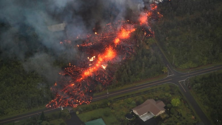 Hawaii braces for long upheaval as erupting Kilauea boils | CBC News