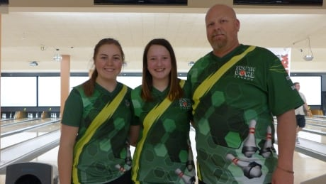 'Spare it up!': Sask. team feeds off energy at Regina's national bowling championship thumbnail