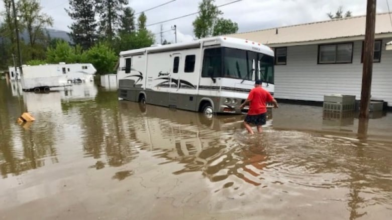 Flooding forces thousands out of their homes in BC's southern Interior
