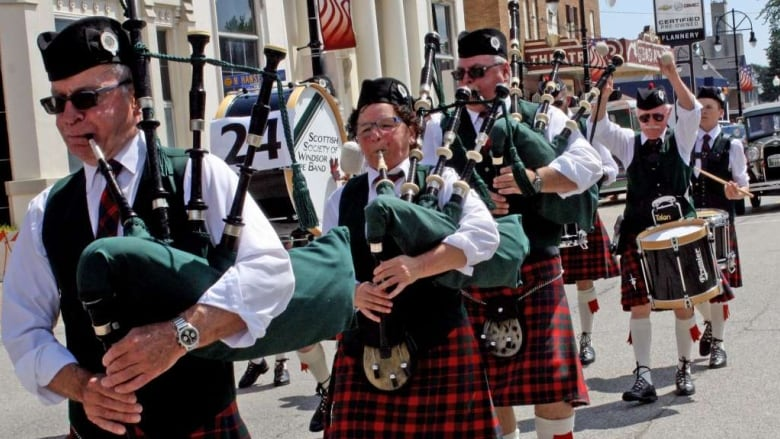 Canadian pipers part of world-wide memorial for teen