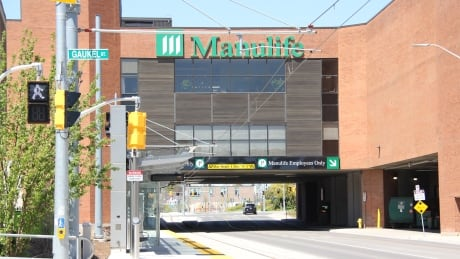 Manulife cutting 700 jobs, consolidating Canadian operations