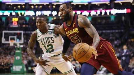 LeBron's 1-man show not enough as Cavs fall behind Celtics 0-2