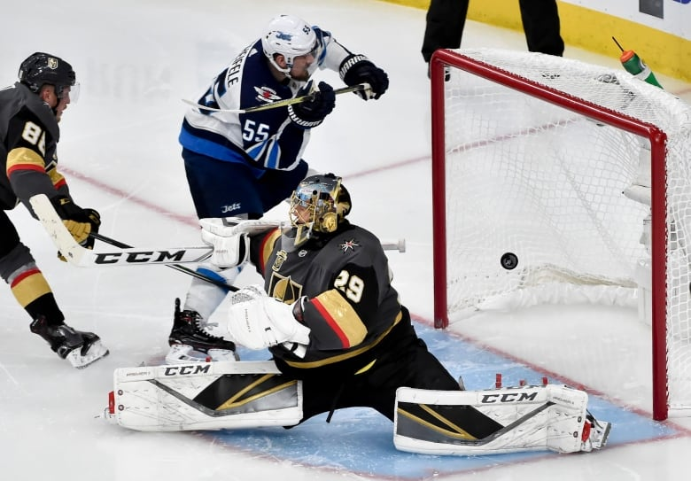 Golden Knights top Jets 4-2, take 2-1 series lead