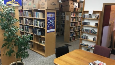 Books on parade: Volunteers to cart library's contents to new location