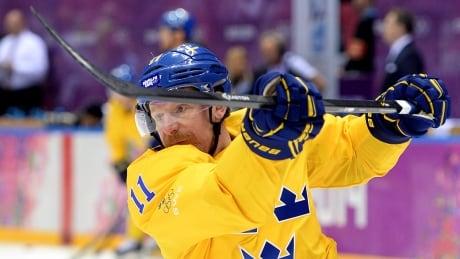 IIHF Hall of Fame inductee Daniel Alfredsson 'happy' in retirement | CBC