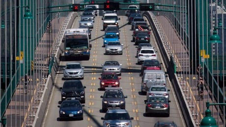 Delays, heavy traffic expected on Lions Gate Bridge this weekend