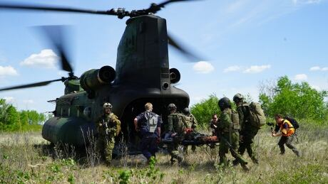Canadian soldiers practice medical evacuation in Wainwright