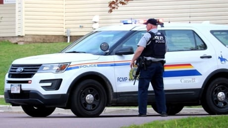 RCMP investigate report of man carrying 2 long guns in Moncton neighbourhood