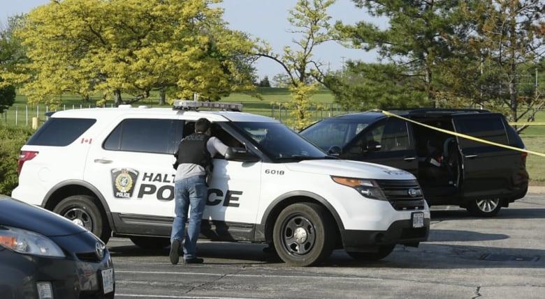 Boy, 3, dead after being found inside vehicle in Burlington, Halton police say