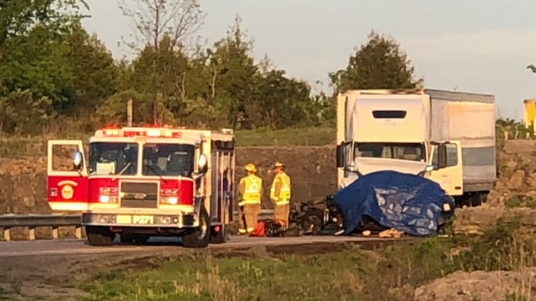 At least 2 dead in Highway 401 crash in Kingston, Ont  | CBC