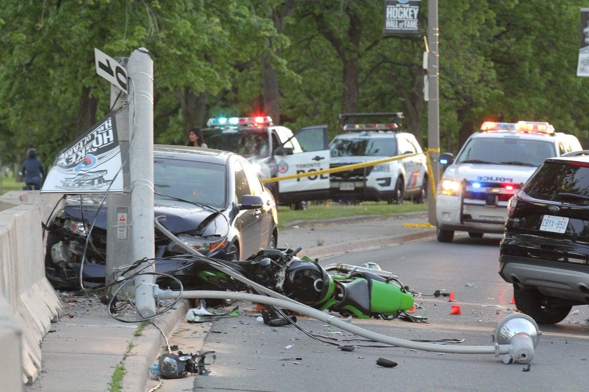 d7daf74d60fb0 Motorcyclist dead, 4 injured after crash on Lake Shore Boulevard ...
