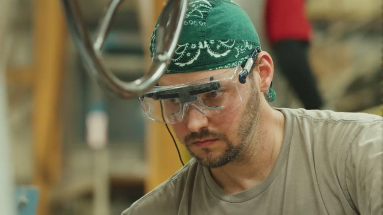 Military wants high-tech glasses to see 'what operators are