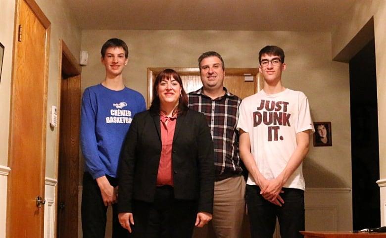 Olivier Rioux, un niño Canadiense mide 2'18m ¿ Estamos ante el futuro hombre más alto del mundo?  - Página 2 Rioux