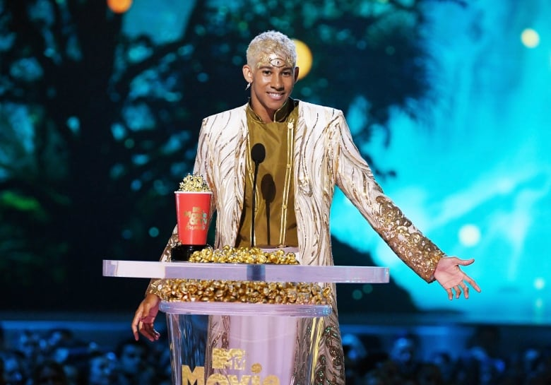 Love, Simon co-star Keiynan Lonsdale accepted MTV Award for Best Kiss.(Kevin Winter/Getty Images for MTV)