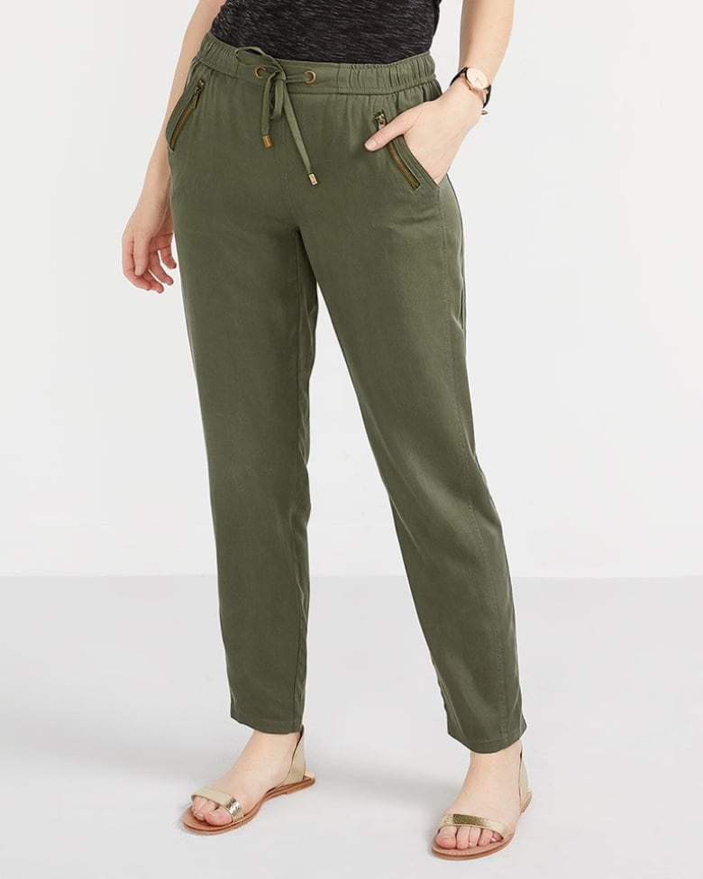 0cb627323 Montreal-based retailer Reitmans offers a wide selection of petite-sized  bottoms online and in stores; they come in sizes 0-22, and a few styles are  cut for ...