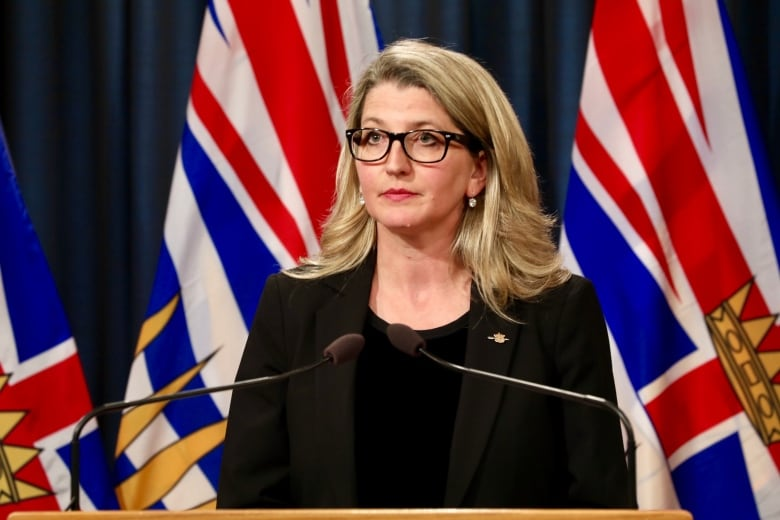 Federal government and First Nations to approve BC fish farms: province