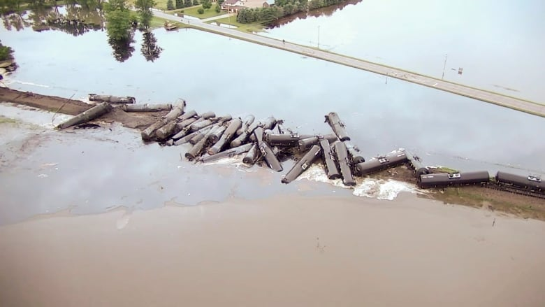 Oil train derails in Iowa, spilling crude into the river