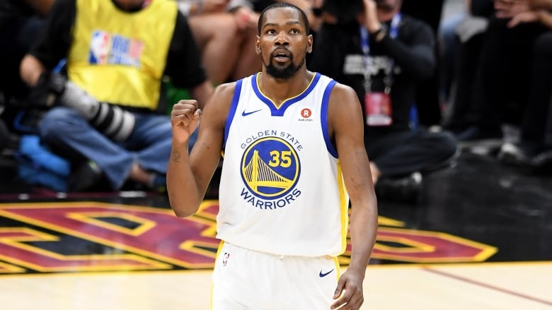 e67287a01a8 Kevin Durant plans to sign 2-year contract to remain with Warriors ...