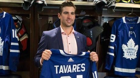 John Tavares joins hometown Maple