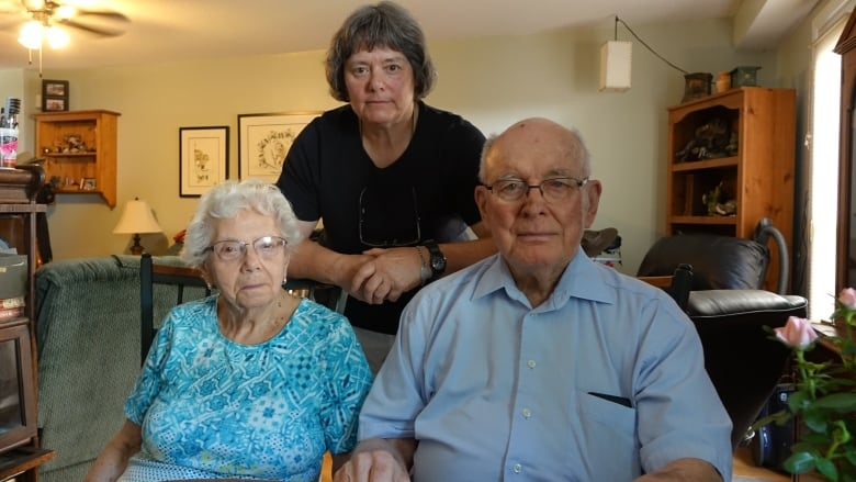 Heat wave drives elderly couple from sweltering nursing home | CBC News