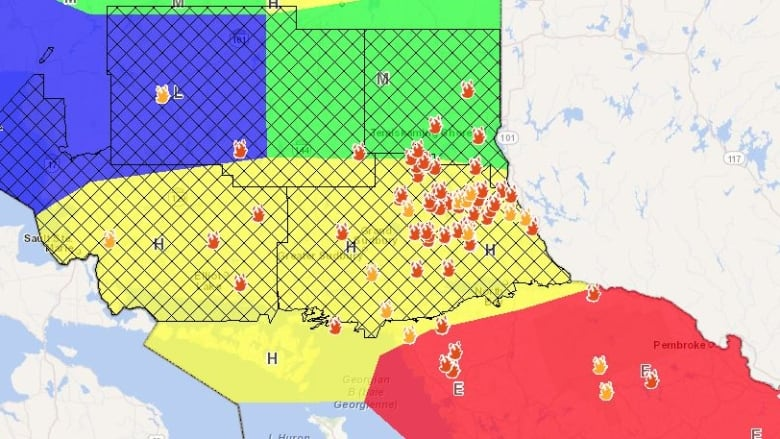 Roughly 20 Homes Evacuated Near Temagami Ont Due To Forest Fire