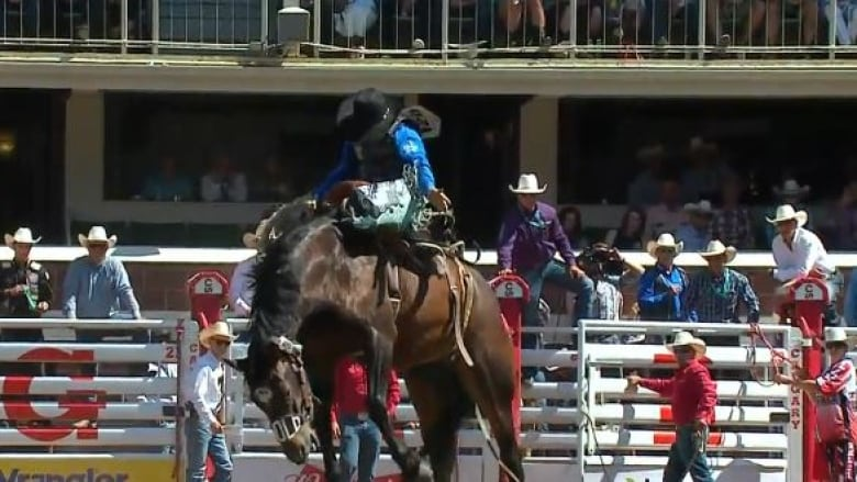 American Ryder Wright Leads Saddle Bronc Pool B After Two
