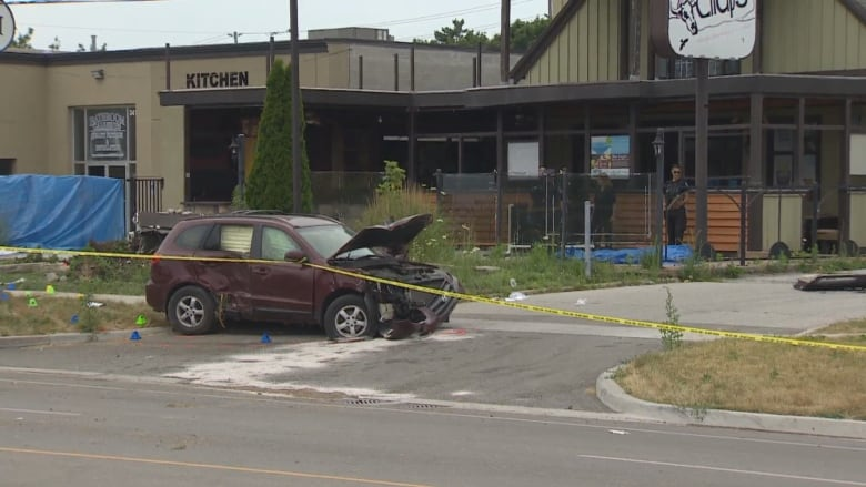 Woman dead, man injured after driver hits pedestrians in Burlington, Ont.